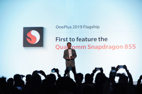 OnePlus là hãng điện thoại đầu tiên trang bị Snapdragon 855 cho smartphone của mình